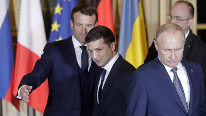 Ukrainian President Selenskyj together with Russian President Putin and French President Macron